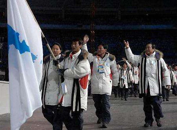"""平昌冬奥朝韩运动员走在""""朝鲜半岛旗""""下的十个瞬间"""