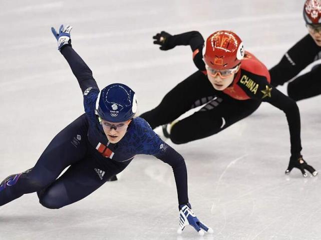 短道女子500米预赛范可新小组第一 中国三人晋级