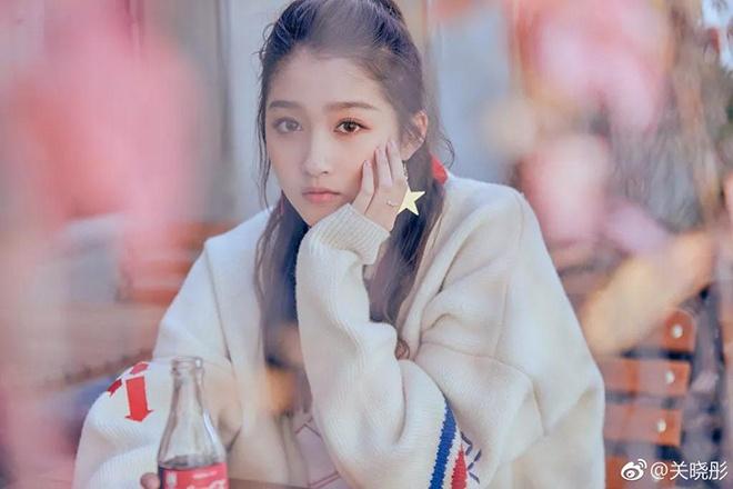 像吴磊,关晓彤就还好,抛开别的不说,至少从小美到大,颜值没走下坡路.