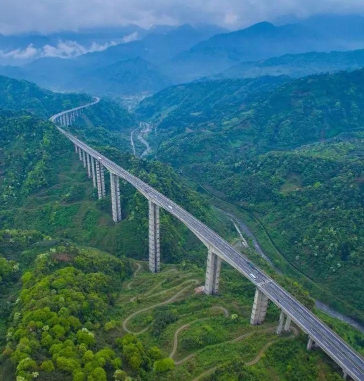 无与伦比、摄人心魄的中国公路景观大网