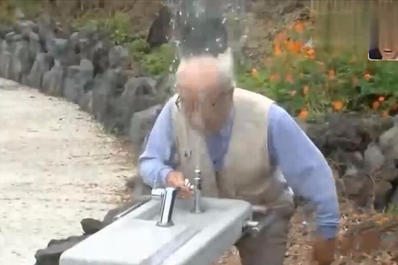 日本超搞笑饮水机整蛊,脑洞真是太大了,笑的停不住哈哈!