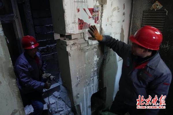 """北京老楼电梯尝试""""公交模式"""":刷卡乘坐 每次两毛"""