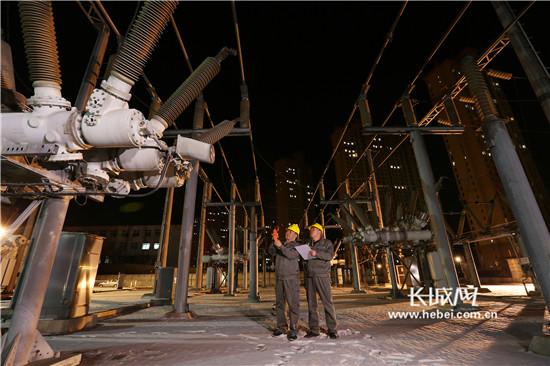 根据电网结构以及负荷情况提前做好用电应急预案,保证电网全接线,全