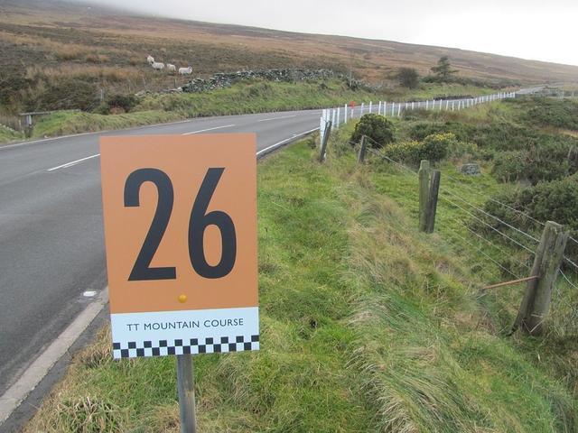 40岁前应该驾车走过的40条公路 每条都给你不同的风景和驾驶体验