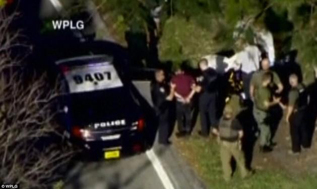 美国佛州一高中发生枪击案致17人死