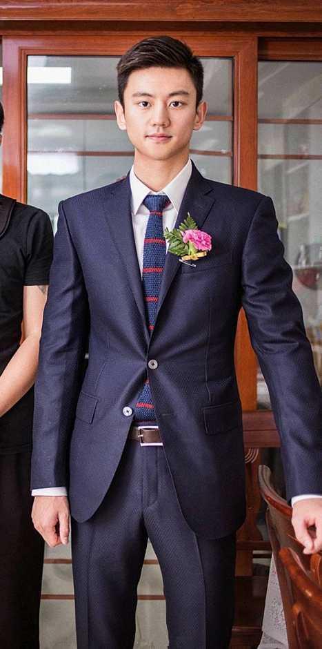 宁泽涛被称赞是最帅伴郎!在AC米兰总部合影,包子英俊潇洒