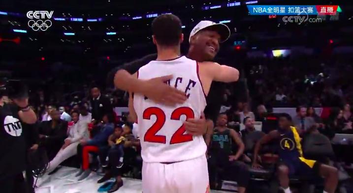 催泪!NBA第1届扣篮王,34年后和儿子参加扣篮大赛,父子喜极而泣