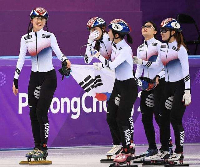 叒犯规! 中国冬奥首金再被黑掉 韩国短道接力绊倒对手仍被判夺冠
