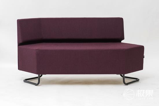 开放空间让电子数字模块沙发布置更具特色