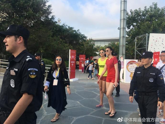 惠若琪颜值爆表 女排队长退役复出打沙排