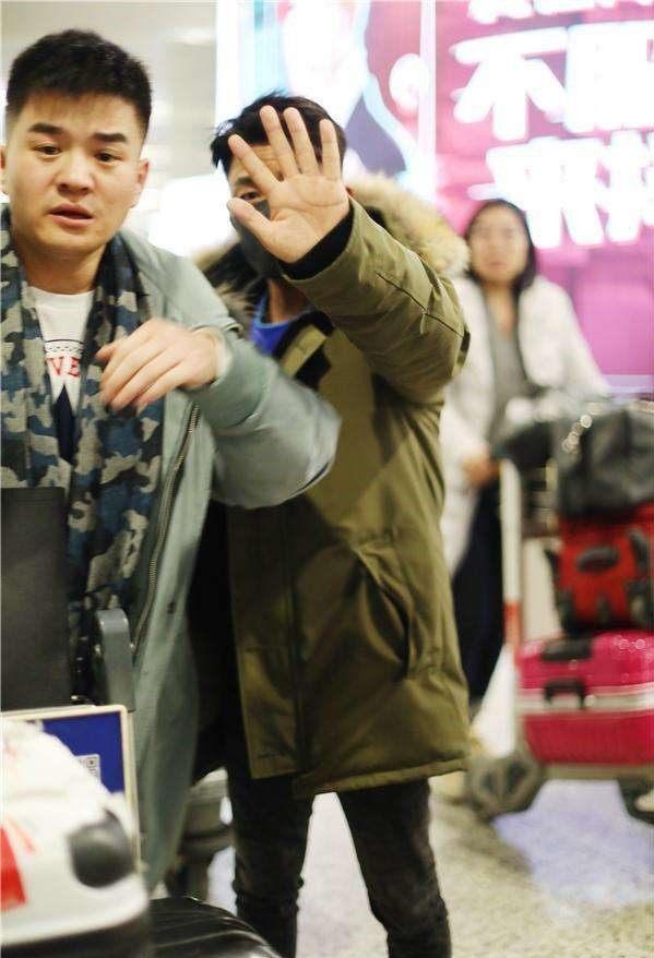 王宝强大年初五匆匆现身机场,一个小细节让人心疼