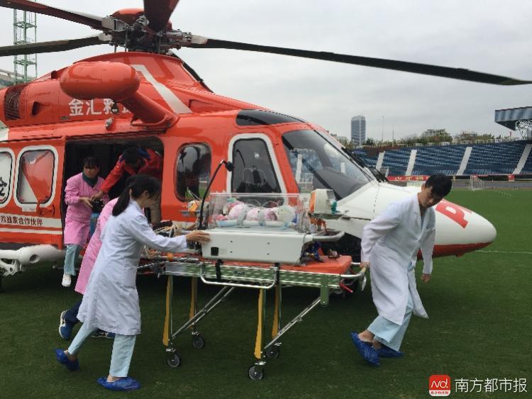 不足月婴儿转至广州2,通讯员供图.jpeg