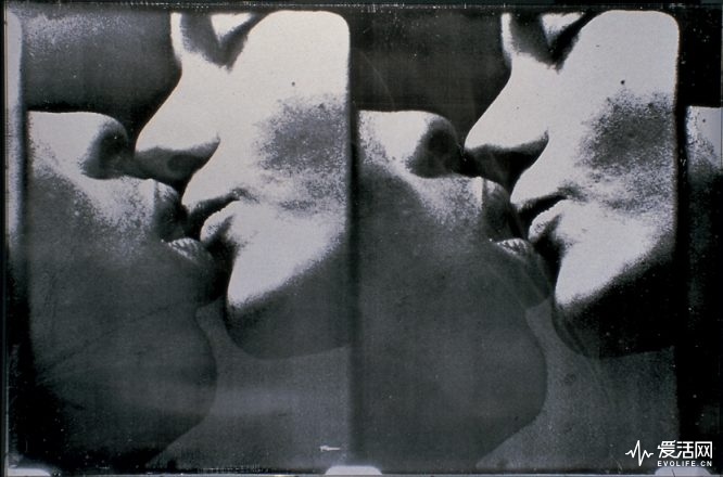 1836-large-kiss-jpg