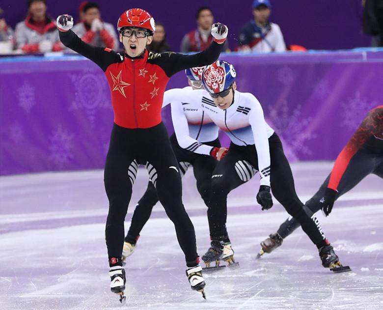 武大靖首金被韩国讽刺肮脏:在看不见的地方犯规,妨碍韩国队夺冠