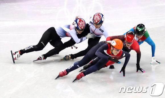 比短道更夸张的内讧!韩国女将赛场长跪磕头赔罪,崔敏静幸福得多