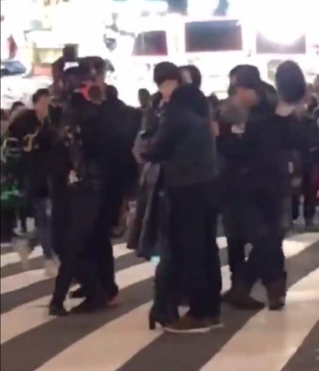 范冰冰黄轩拍戏街头热吻,网友不顾李晨却跟他喊话_喊话|跟他