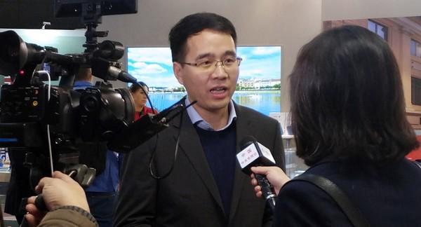 倪飞接受央视记者采访