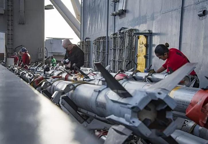刚刚:美航母南海巡航近一月 称不惧中国人工岛 052D贴身监视