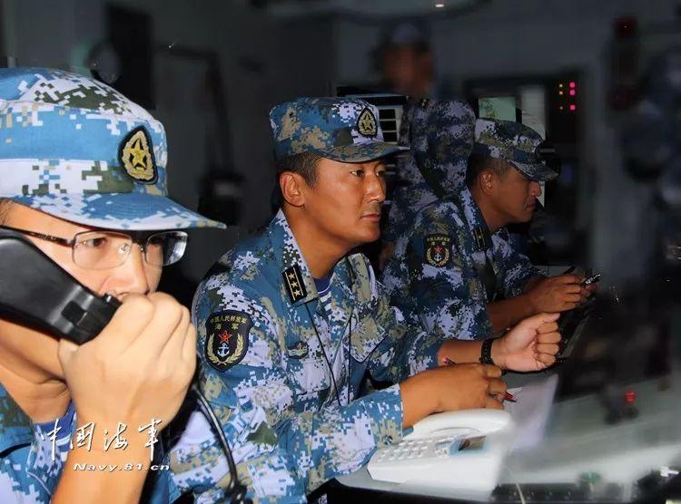 军队人大代表赵岩泉:舰长一身英雄气