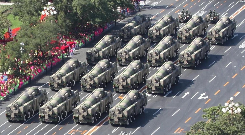 美军航母南海绕圈威慑,中国两招可反制!
