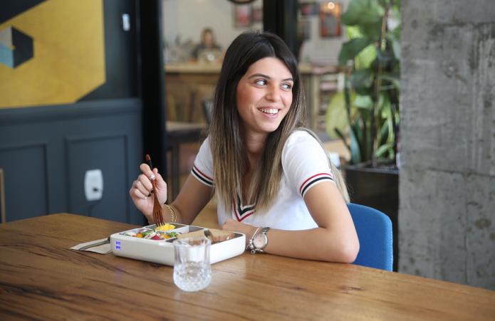 午餐盒能智能跟踪并分析用户的饮食习惯和摄入的营养等