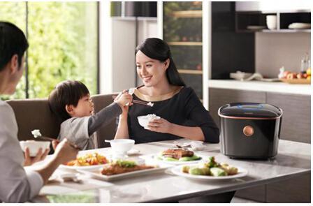 智能电饭煲的功能实际上要比传统的电饭煲更为丰富一些