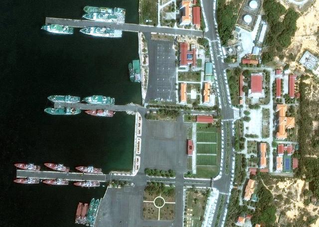 越南金兰湾最新卫星照:6艘基洛级潜艇全都在港
