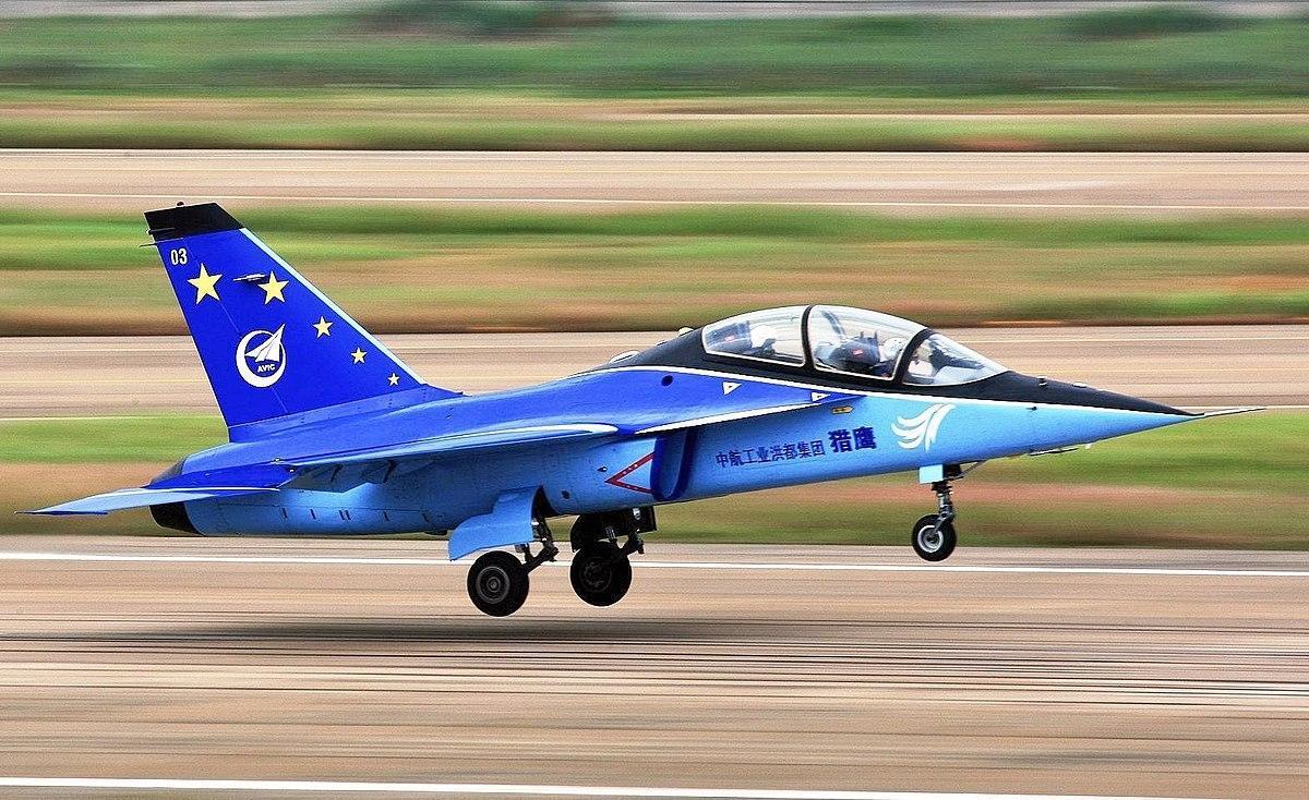 """正面击败欧美豪强!中国L-15""""猎鹰""""出口南美乌拉圭"""