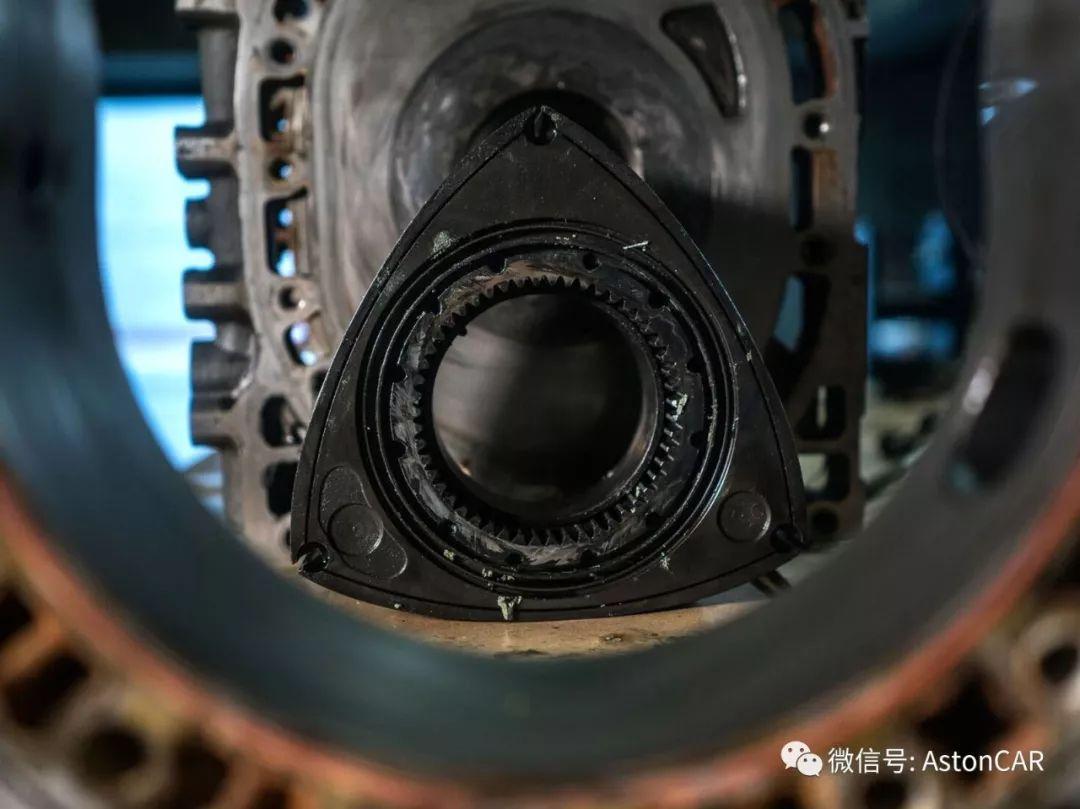 选择转子发动机作为电动汽车的增程器,而不直接为车轮提供动力