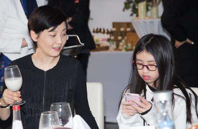 冯小刚和徐帆曾为她争吵 如今她美成了这样!