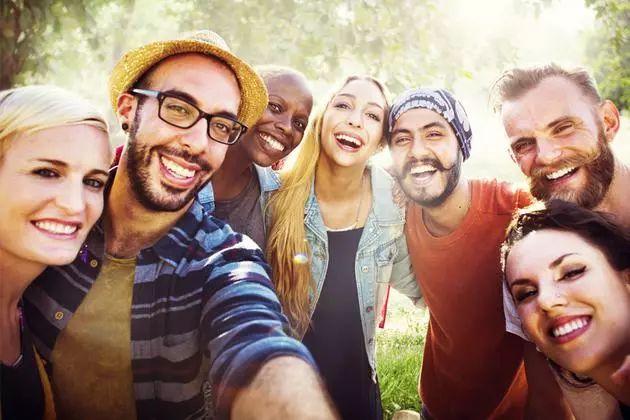 威尼斯人娱乐网:爱旅行的人更可能携带超级细菌,年薪9.5万美元的人最快乐丨相约