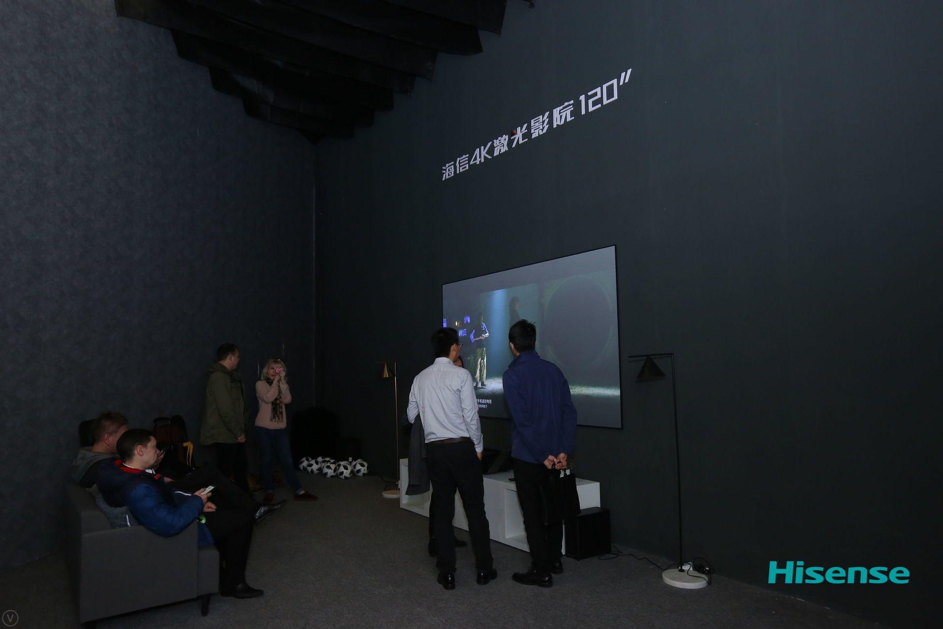 海信AWE再亮绝技,推出全球首款300英寸激光影院
