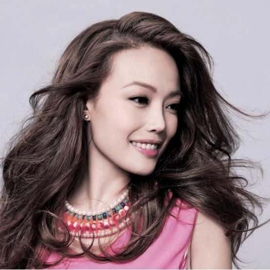 唱粤语的女歌手中, 徐小凤是