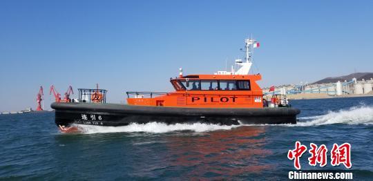 这两艘19.3米全铝合金引航艇由世界著名设计院英国卡马克设计。 朴峰 摄
