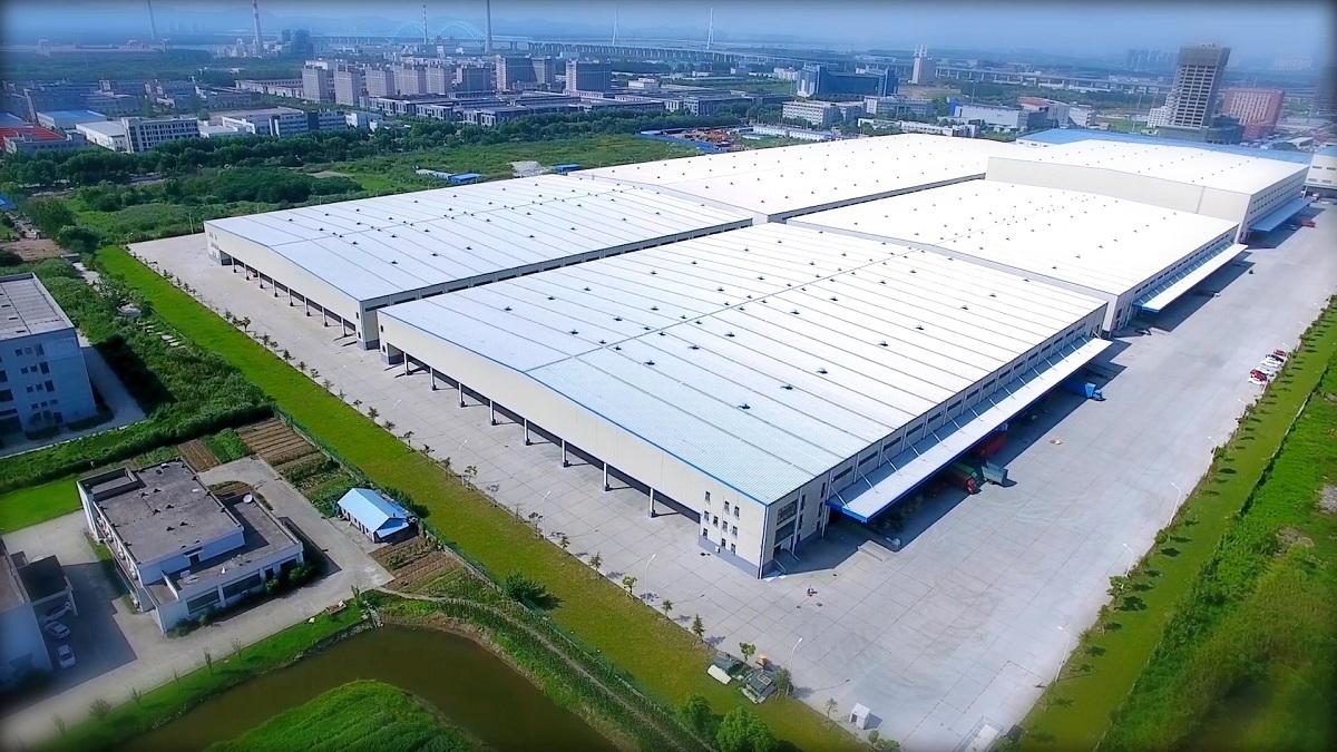 """去年8月,苏宁第五代智能物流基地""""苏宁云仓""""在南京投入运营。"""