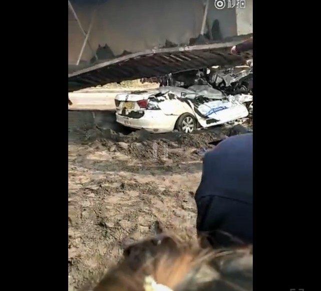 驾校车半路被大货压扁,教练和4名女学员遇难