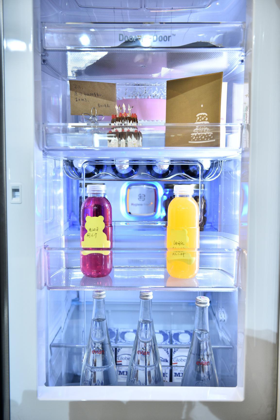 """冰箱上的""""黑科技""""LG透视窗冰箱""""敲一敲""""更新鲜"""