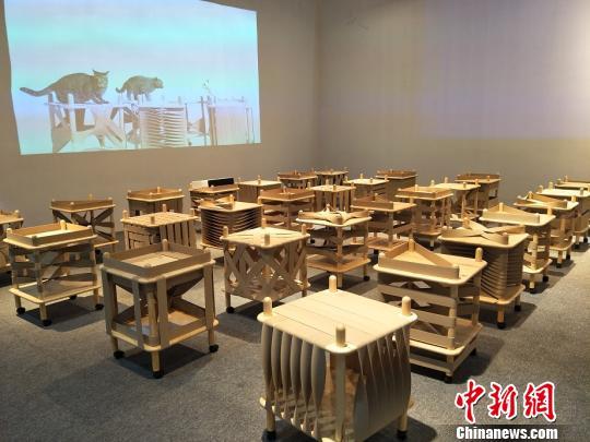 第39届国际名家具(东莞)展览会突出海内外原创家具设计。图为以环保生态再利用为理念的家具原创设计 李纯 摄