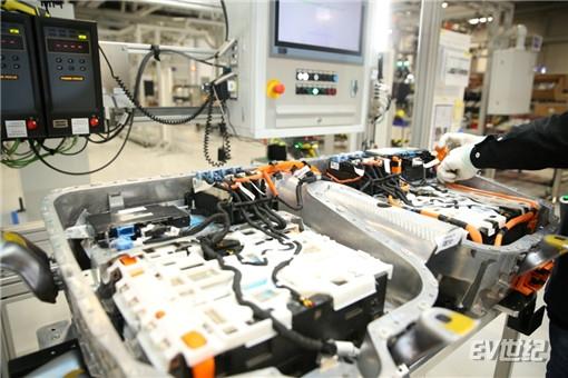 11. 全新BMW 5系插电式混合动力车型的高压动力电池包_副本.jpg