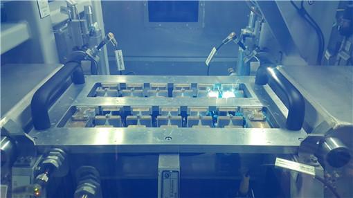 12. 创新生产技术:使用激光来焊接电芯连接系统_副本.jpg