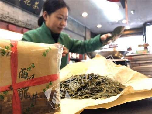 bob娱乐:西湖龙井头拨明前茶上架销售 价格与去年持平