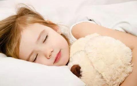 """六成孩子睡眠时长不达标 谁""""偷""""走了孩子的睡眠"""