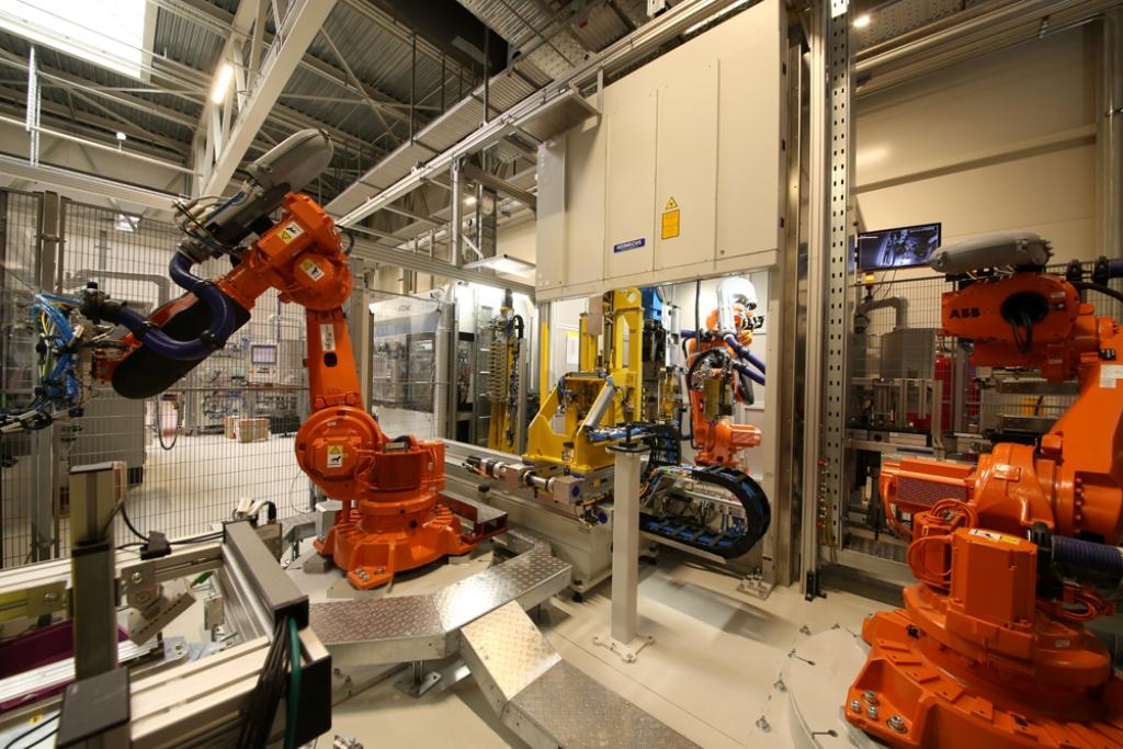 2亿欧猛砸电芯技术,宝马纯电动车续航将达700公里