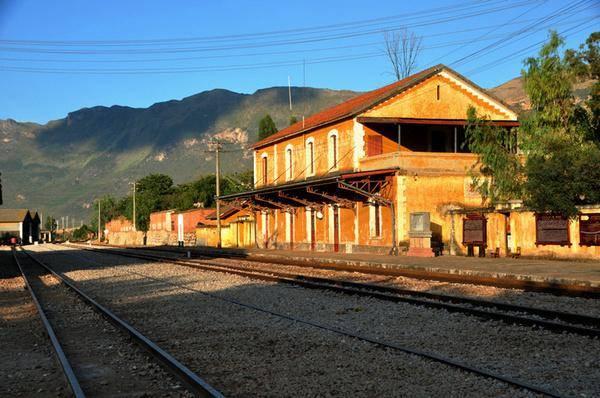 从此,碧色寨已不是滇越铁路与个碧石铁路交汇的枢纽站了,它由一个赫赫