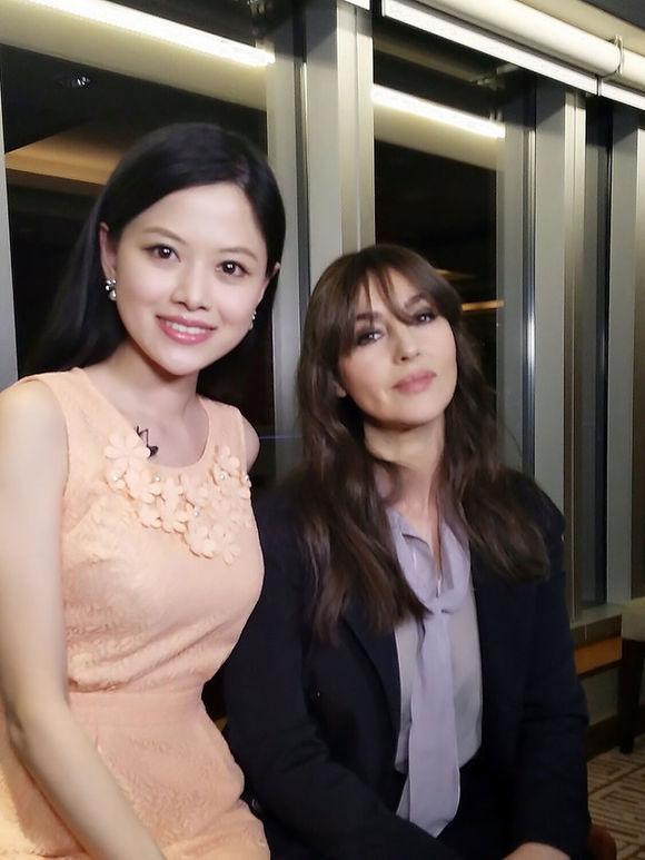 主持人颜桦在央视屏幕上专访的国际明星们,都是大腕!