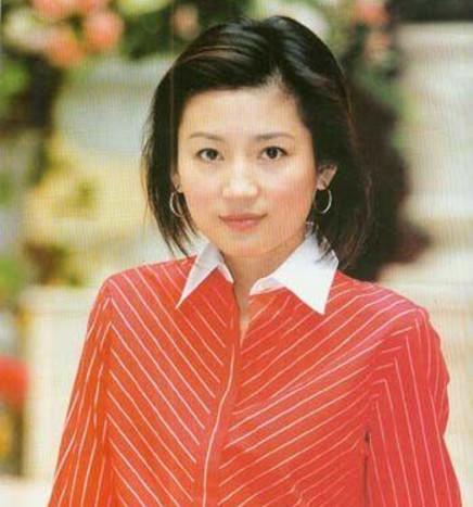 她是央视最美短发主持,普通话不标准却成功获奖,50岁图片