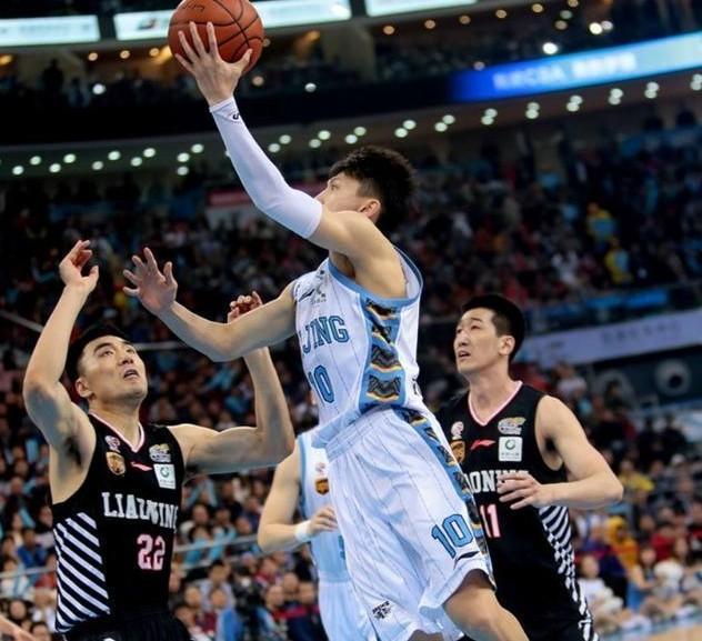 男篮主控迷失季后赛4战仅得10分,关键引援却成北京被淘汰真因
