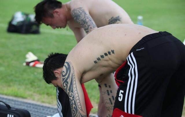 国脚纹身对不对?足球教父徐根宝竟这样评价张琳芃