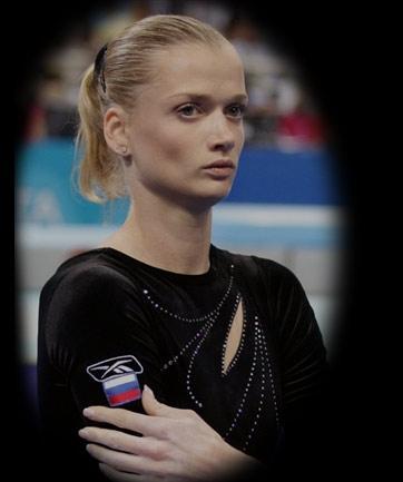霍尔金娜与普京_20岁的霍尔金娜  霍尔金娜作为统一俄罗斯党的骨干和普京政策的拥护