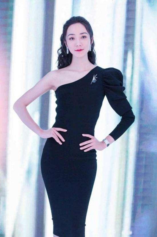 刘涛韩雪同穿斜肩礼服 相差太多完全不是一个档次